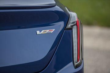 2020-Cadillac-CT4-V-004