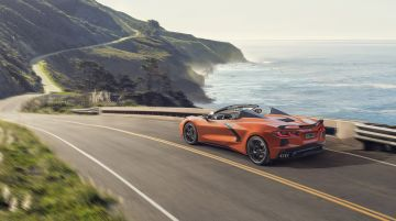 2020-Chevrolet-Corvette-Stingray-Convertible-002