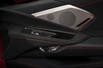 2020-Chevrolet-Corvette-Stingray-018