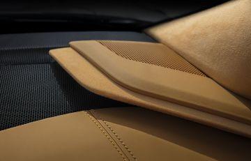 2020-Chevrolet-Corvette-Stingray-028