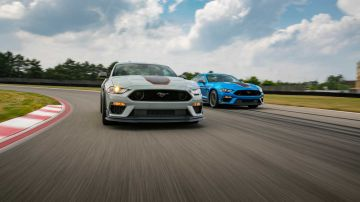 2021-ford-mustang-mach-1_17