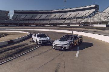Chevrolet-Camaro-ZL1-RaceCar-001