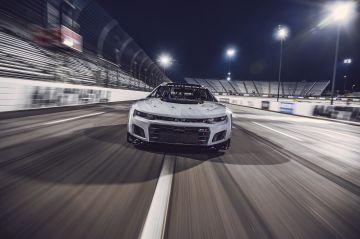 Chevrolet-Camaro-ZL1-RaceCar-003